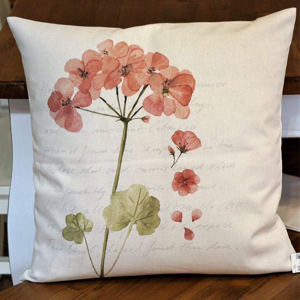Dekokissen mit schönen floralen Motiven